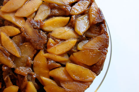 apple-cake-beauty-shot-half